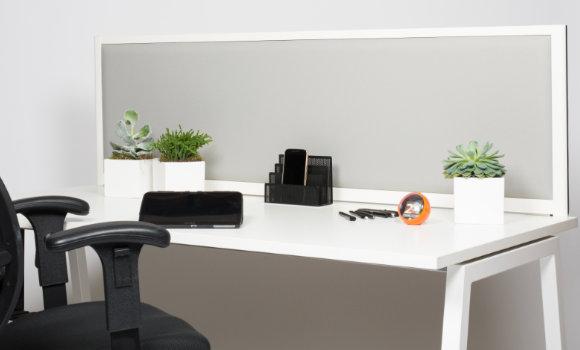 schallabsorbierende Akustik-Trennwand für den Schreibtisch